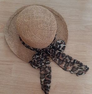 Arlin Straw Hat With Leapord Scarf